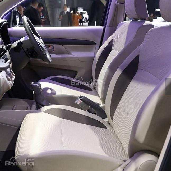 Đánh giá xe Suzuki Ertiga 2018: Hàng ghế trước.