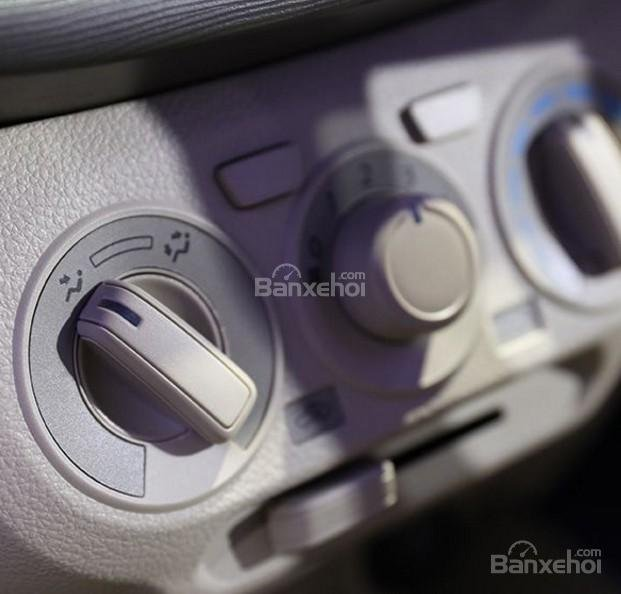 Đánh giá xe Suzuki Ertiga 2018: Nút điều khiển.