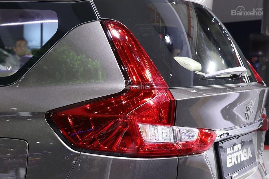 Đánh giá xe Suzuki Ertiga 2018: Đèn hậu.