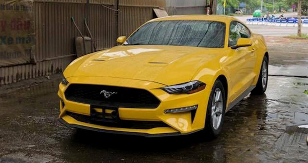 Ford Mustang giá hơn 2 tỷ đồng, chỉ có duy nhất 2 chiếc tại Việt Nam.