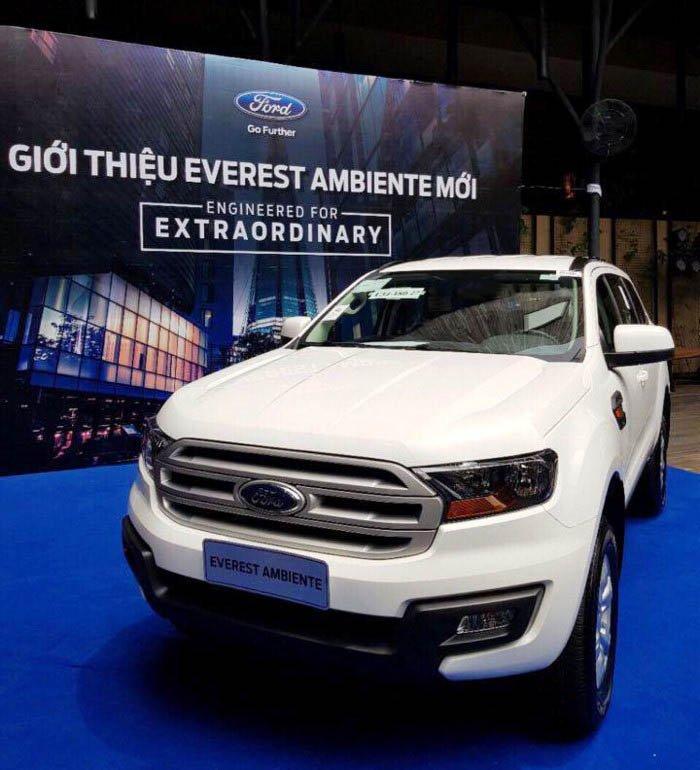 Ford Everest Ambiente MT xuất hiện trong bảng sản phẩm của hãng, giá đặt cọc từ 850 triệu.