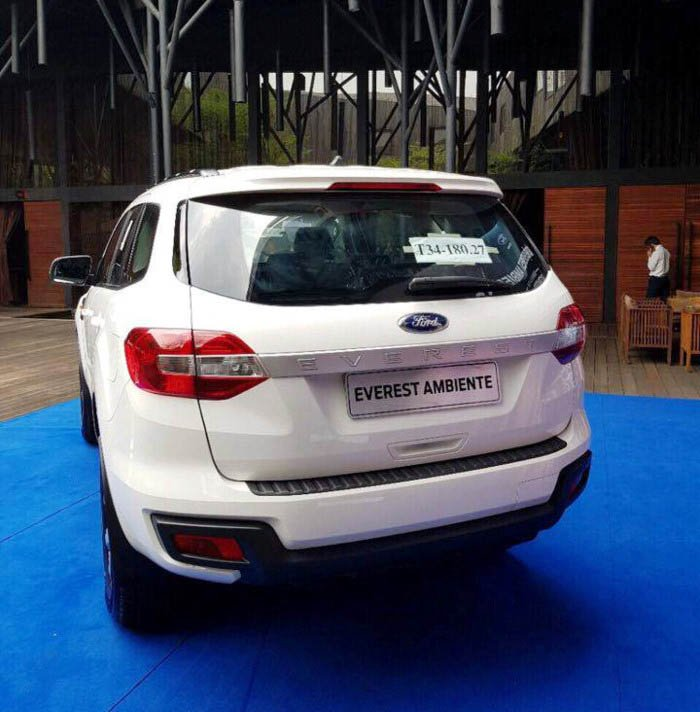 Ford Everest Ambiente MT xuất hiện trong bảng sản phẩm của hãng, giá đặt cọc từ 850 triệu - Ảnh 1.