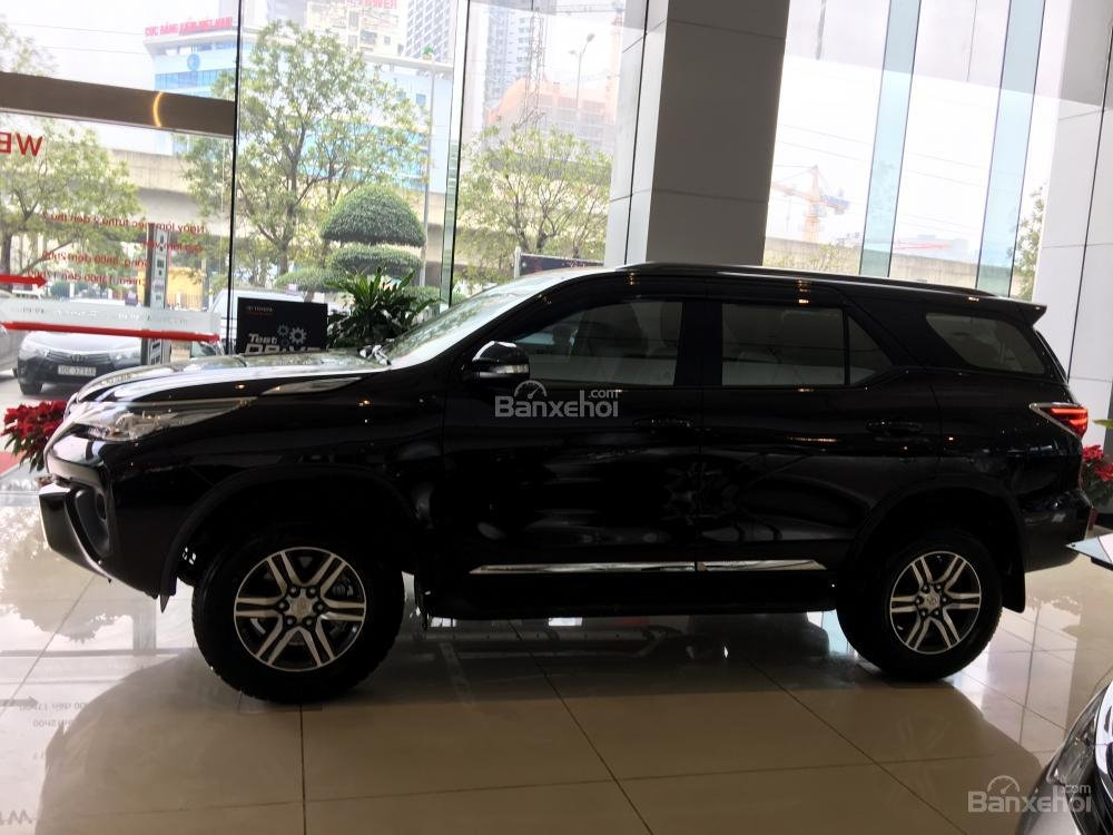 Thân xe Toyota Fortuner 2018 máy dầu số sàn 2.4G 4x2