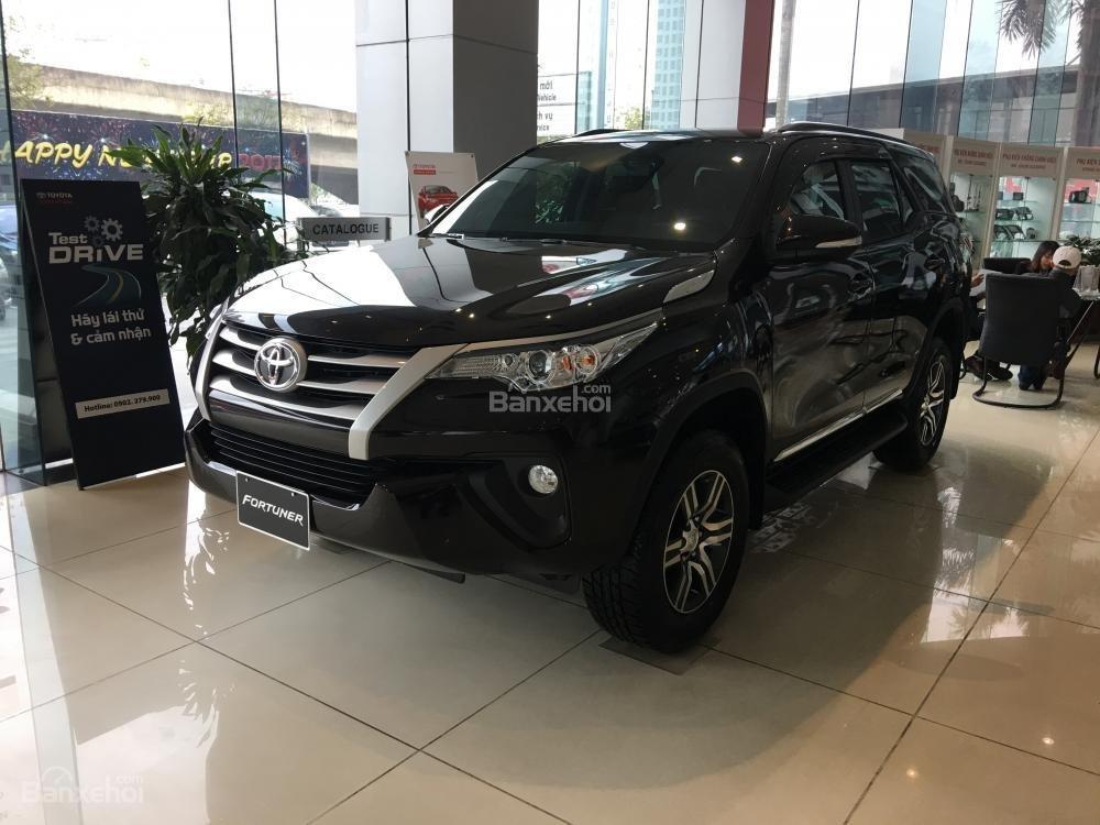 Toyota Fortuner 2018 máy dầu số sàn 2.4G là bản bán chạy nhất dòng Fortuner tại Việt Nam.