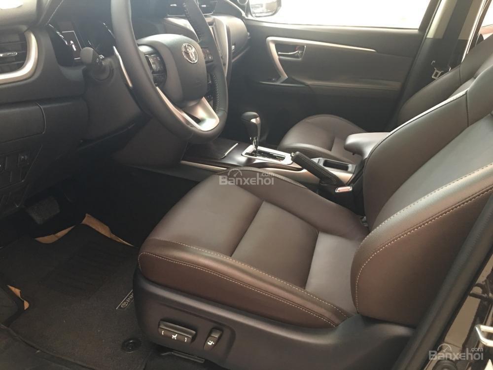 Đánh giá xe Toyota Fortuner 2018 máy dầu: Hệ thống ghế trước cao cho tầm nhìn rộng...