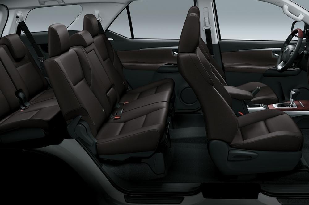 Toyota Fortuner 2018 máy dầu có khoang nội thất trẻ trung hơn, cá tính và tinh tế hơn...