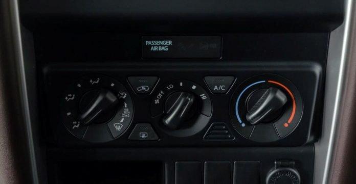 Đánh giá xe Toyota Fortuner 2018 máy dầu: Khu vực điều khiển trung tâm...