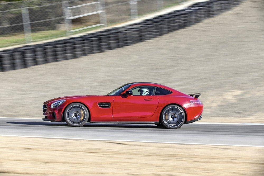 Mercedes AMG GT S là lựa chọn hoàn hảo đối với những người yêu thích dòng ô tô thể thao hạng sang 1