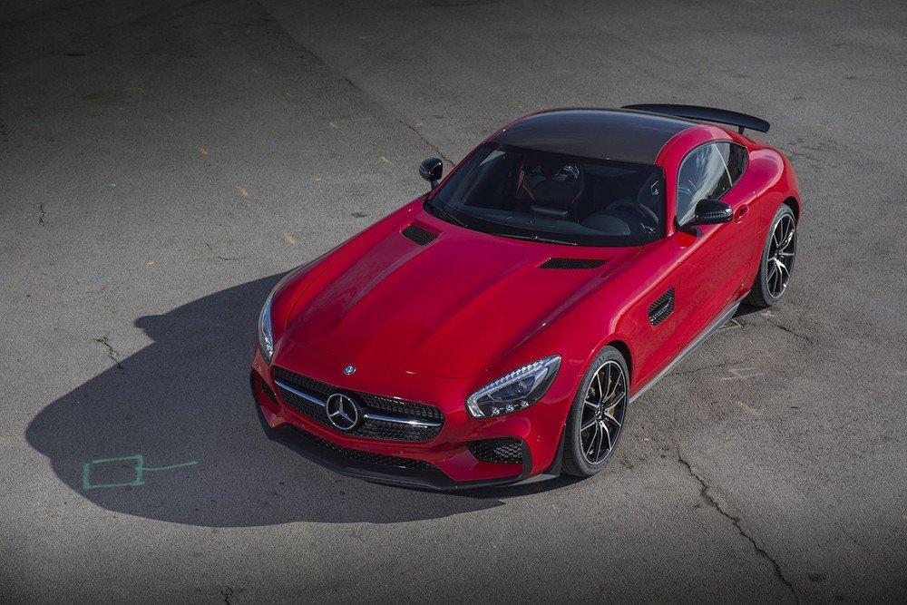 Mercedes-AMG GT S 2016 sở hữu kích thước lần lượt 4.536 x 1.939 x 1.288 (mm) a3