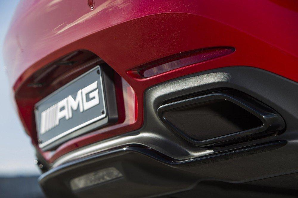 Đánh giá xe Mercedes-AMG GT S 2016 về đuôi xe: Ống xả đơn