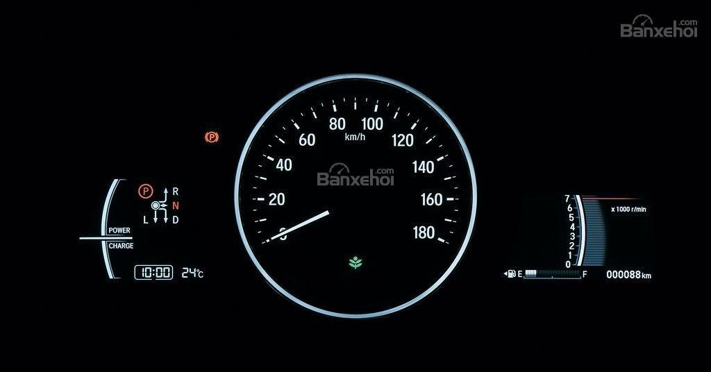 Đánh giá xe Honda HR-V 2018: Cụm đồng hồ lái rõ nét, bắt mắt z