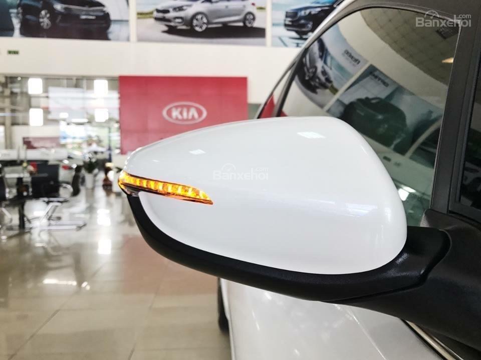 Đánh giá xe Kia Cerato SMT 2018: Gương chiếu hậu tích hợp đèn báo rẽ..