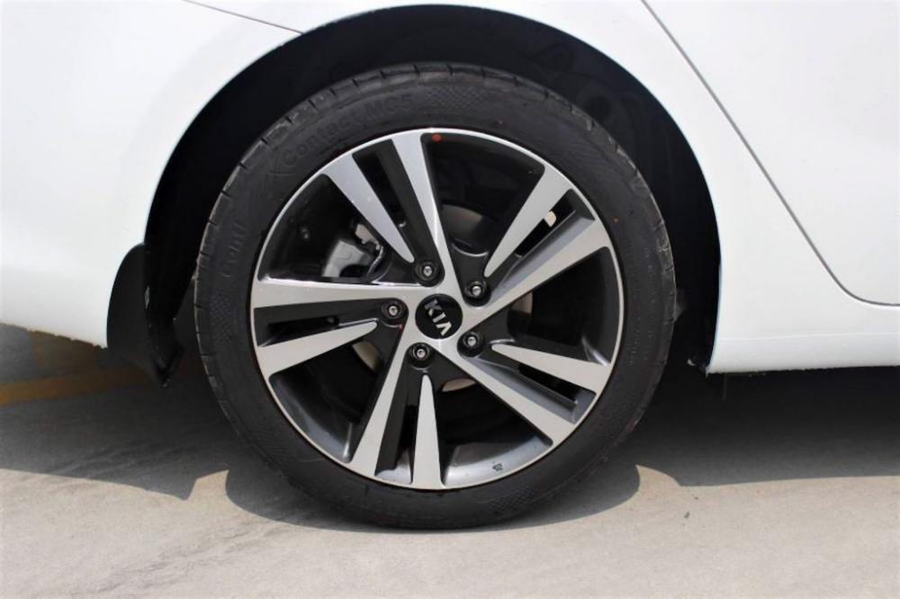 Đánh giá xe Kia Cerato SMT 2018: Mâm xe 16 inch,