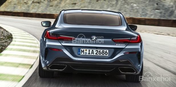 So sánh BMW 8-Series 2019 thế hệ mới và cũ về thiết kế đuôi xe 1a