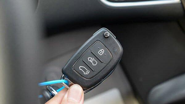 Ford Transit có thêm chìa khóa điều khiển từ xa tiện dụng hơn Solati.