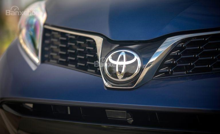 Đánh giá xe Toyota Sienna 2018: Lưới tản nhiệt trên.