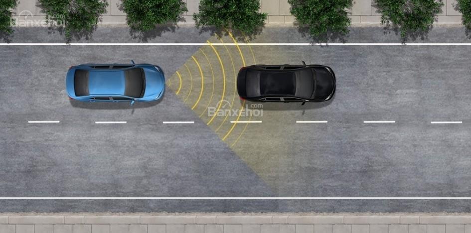Đánh giá xe Toyota Sienna 2018: Xe được bổ sung thêm một số trang bị an toàn.