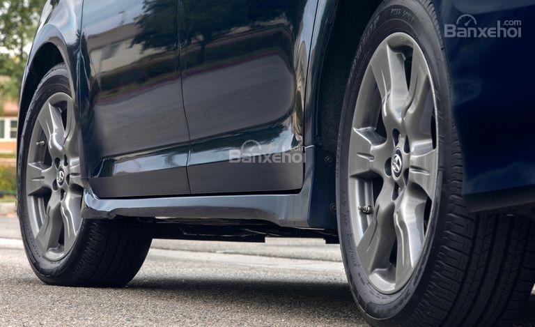 Đánh giá xe Toyota Sienna 2018: Bậc lên xuống.