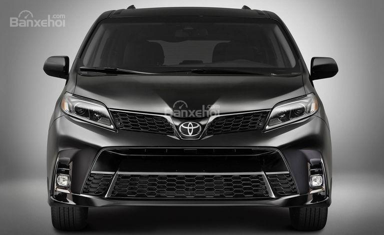 Đánh giá xe Toyota Sienna 2018: Đầu xe.