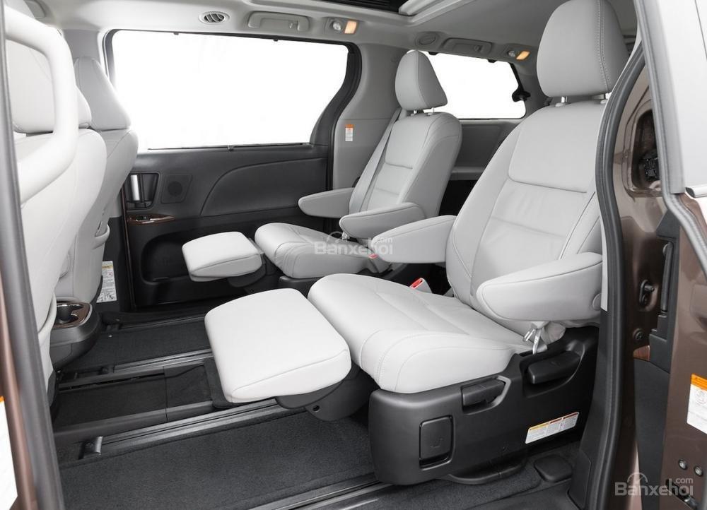 Đánh giá xe Toyota Sienna 2018: Hàng ghế hai.