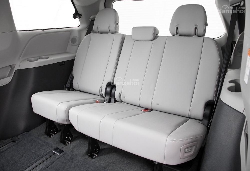 Đánh giá xe Toyota Sienna 2018: Hàng ghế ba.