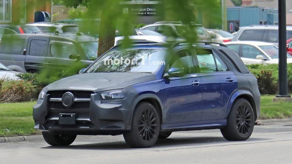 Khoang lái của Mercedes–Benz GLE 2019 đã lộ diện với hàng loạt tính năng mới a3