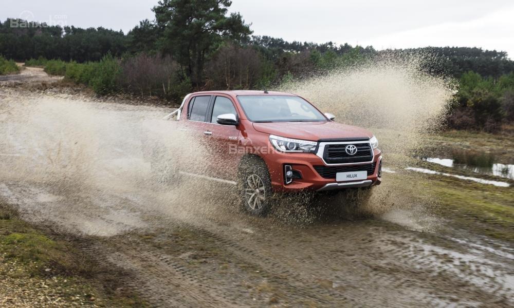 Giá lăn bánh Toyota Hilux 2018 mới nhất sau tăng giá tại Việt Nam..