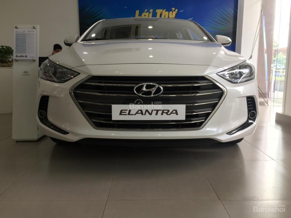 Bán Hyundai Elantra Sport giao ngay - Giá khuyến mãi cực sốc và nhiều quà tặng hấp dẫn, LH: 0907.822.739-1