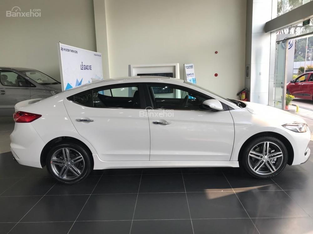 Bán Hyundai Elantra Sport giao ngay - Giá khuyến mãi cực sốc và nhiều quà tặng hấp dẫn, LH: 0907.822.739-0