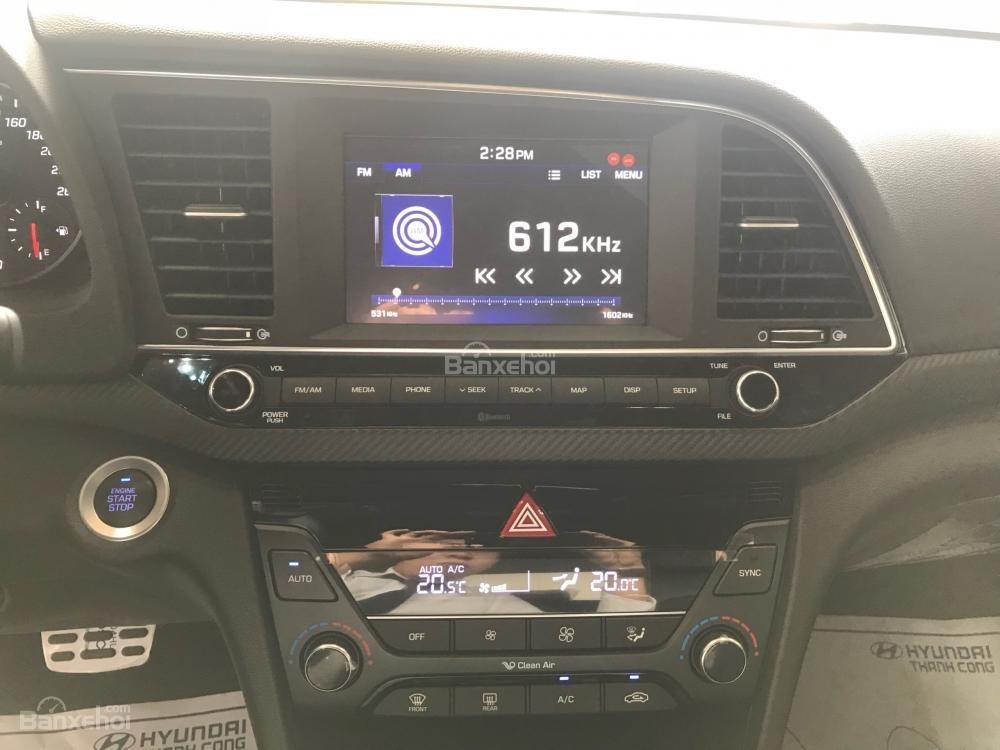 Bán Hyundai Elantra Sport giao ngay - Giá khuyến mãi cực sốc và nhiều quà tặng hấp dẫn, LH: 0907.822.739-5