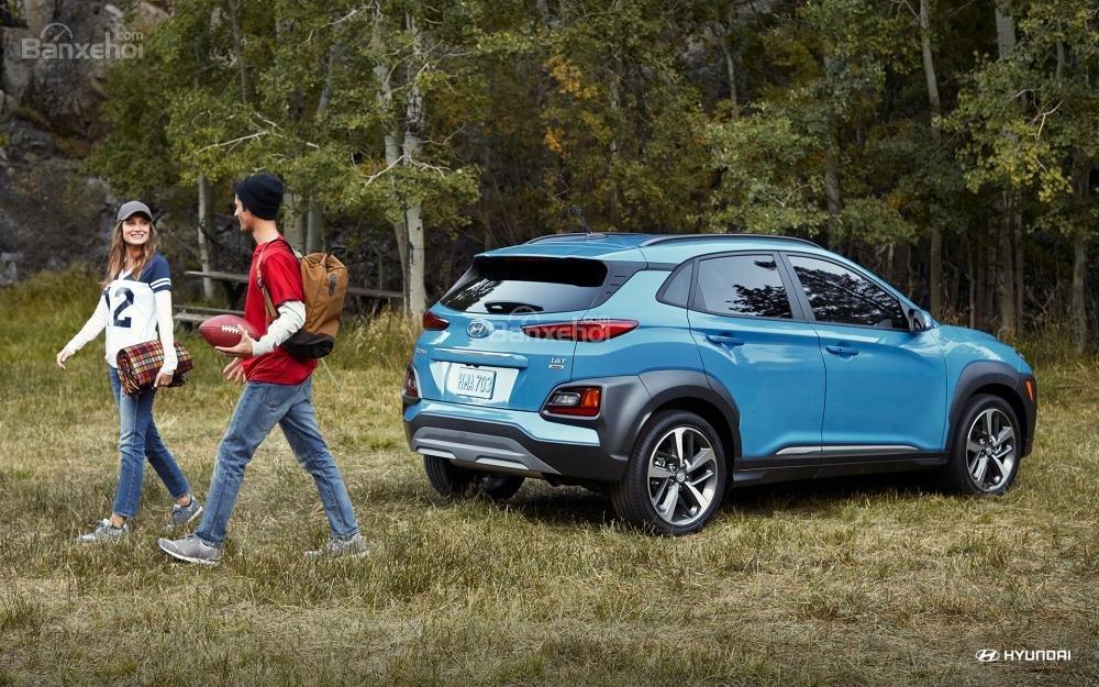 So sánh xe Hyundai Kona 2018 và Ford Ecosport 2018 về đuôi xe.