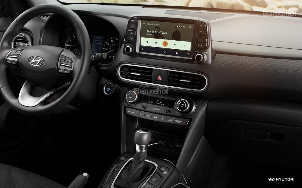 So sánh Hyundai Kona 2018 và Ford Ecosport 2018 về tính năng giải trí.