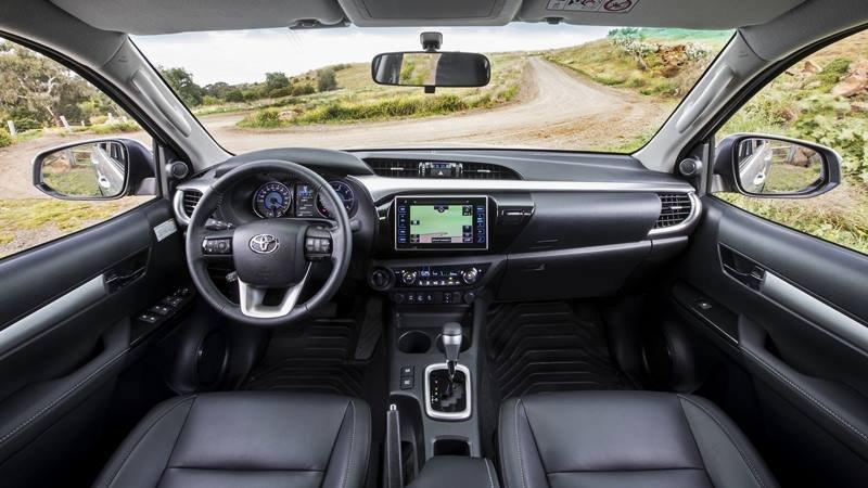 Đánh giá xe Toyota Hilux 2.8G MLM 2018: Hệ thống giải trí DVD với màn hình cảm ứng 7 inch///