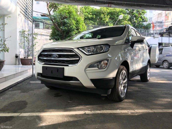 Đánh giá xe Ford EcoSport 1.0L Titanium 2018 về thiết kế đầu xe.
