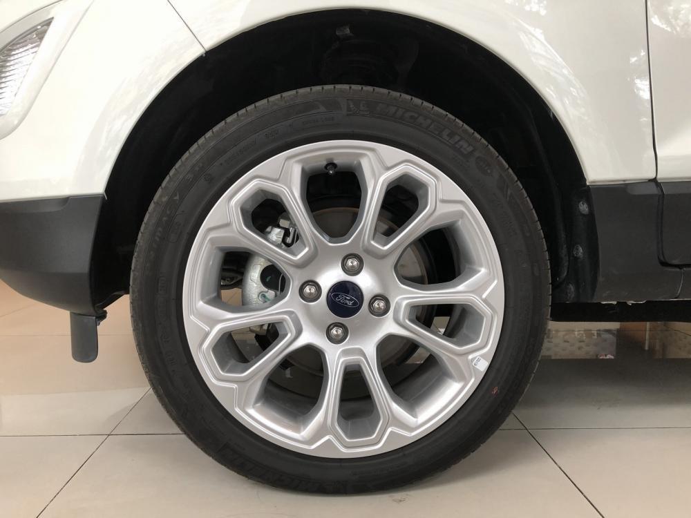 Đánh giá xe Ford EcoSport 1.0L Titanium 2018: La-zăng 17 inch mới.