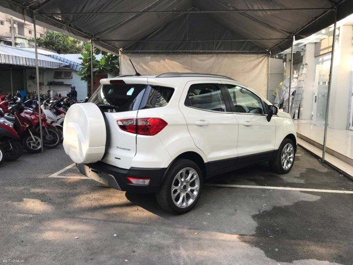 Đánh giá xe Ford EcoSport 1.0L Titanium 2018: Đuôi xe gần như giống bản đời 2017.