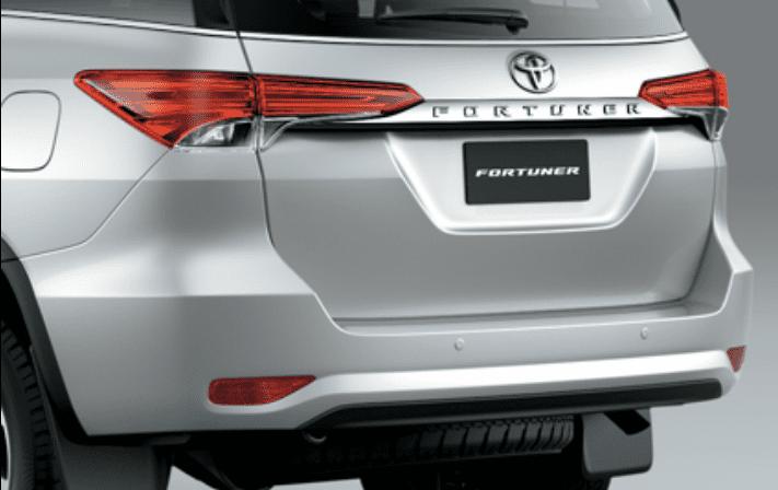 Đánh giá xe Toyota Fortuner 2018 máy dầu số tự động 2 cầu 2.8V 4x4 AT về phần đuôi 1