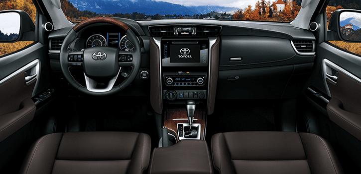 Khoang nội thất Toyota Fortuner 2018 2.8V 4x4 AT rất sang trọng, rộng rãi 1