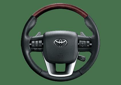 Đánh giá xe Toyota Fortuner 2018 máy dầu số tự động 2 cầu 2.8V 4x4 AT về vô-lăng 1