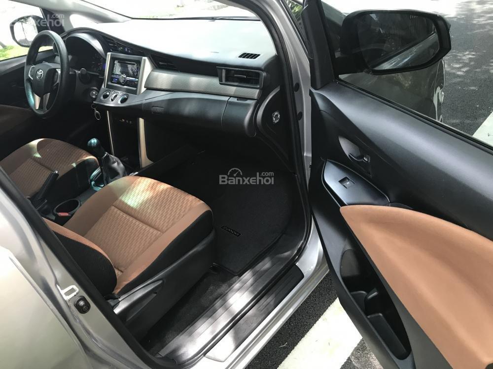 Xe Innova E model 2017 mầu bạc số sàn 2.0-9