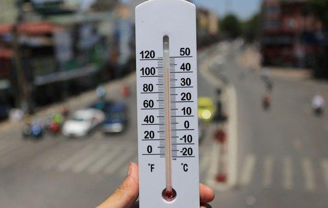 Lốp xe ô tô biến dạng vì nhựa đường chảy do nắng nóng kinh hoàng 12.