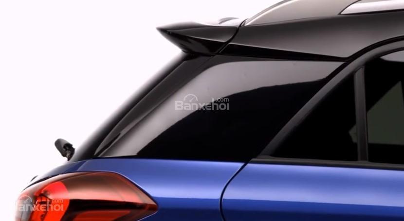 Đánh giá xe Hyundai i20 Active 2018: Kính xe.