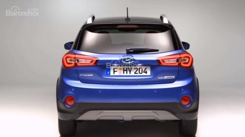 Đánh giá xe Hyundai i20 Active 2018: Đuôi xe.
