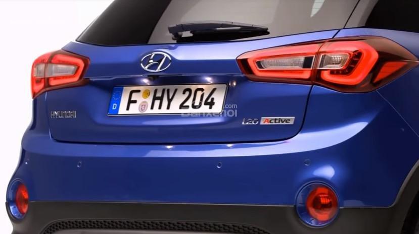 Đánh giá xe Hyundai i20 Active 2018: Cốp xe.