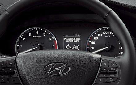 Đánh giá xe Hyundai i20 Active 2018: Vô lăng.