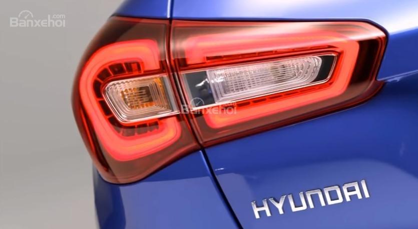 Đánh giá xe Hyundai i20 Active 2018: Đèn hậu.