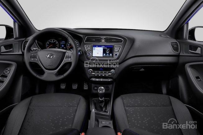 Đánh giá xe Hyundai i20 Active 2018: Nội thất.