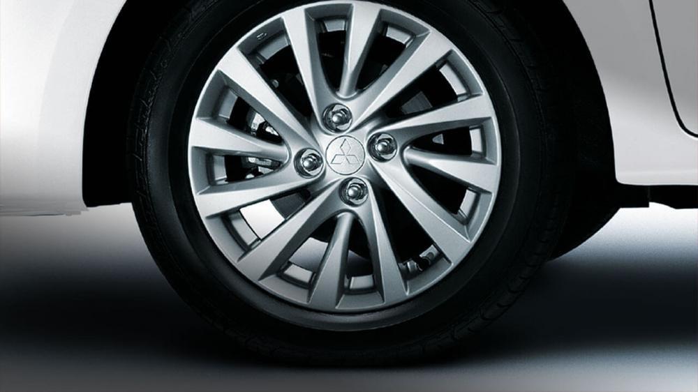 Đánh giá xe Mitsubishi Attrage 2018 CVT: La-zăng đa chấu 15 inh 1
