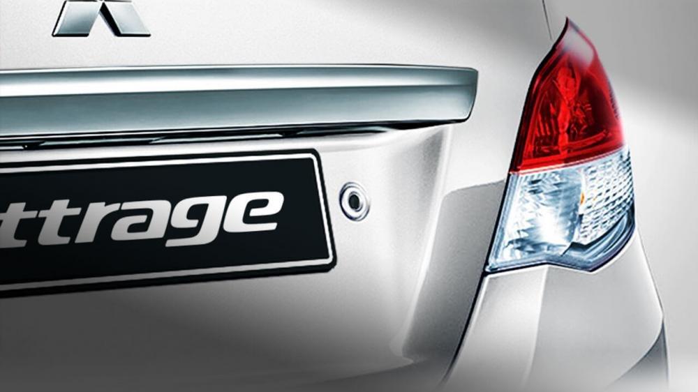 Đánh giá xe Mitsubishi Attrage 2018 CVT: Nút bấm mở cốp sau 1