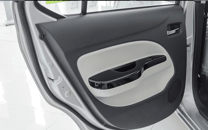 Đánh giá xe Mitsubishi Attrage 2018 CVT: Cửa xe phía trước 1